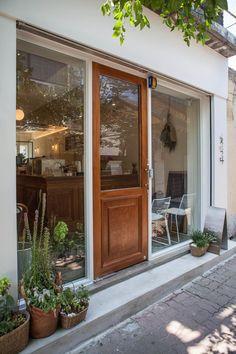 15평 익선동 화이트 모던 컨셉 카페 인테리어 정갈한 동네 분위기와 너무 잘어울리는 빈티지 카페