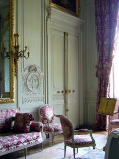 Petit Trianon - Marie Antoinette's Retreat deep in the gardens of Versailles Classic Interior, French Interior, French Decor, Interior Architecture, Interior And Exterior, Louis Seize, Chateau Versailles, Home Decoracion, French Style Homes