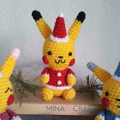 Ravelry: Pikachu Navideño Amigurumi pattern by Yazmina Nieblas Pikachu, Pennywise The Clown, Pokemon Fan, Tweety, Dinosaur Stuffed Animal, Crochet Patterns, Crochet Hats, Creatures, Japanese
