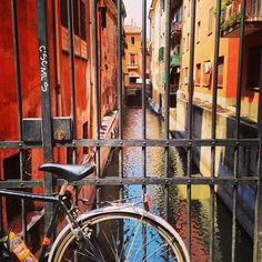 Walking under the porticos, aperitivo, cozi looking red buildings, tagliatelle à ragu, great shops, University district, and nice people. These are a few of my favorite things in Bologna Vou ter Saudades! - Instagram by @anasofiavasconcelos