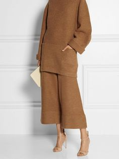 The near-ankle length of these trousers looks best with a really high heel. Plus, camel is perfect for fall. // Depend Cropped Boiled Wool Wide-Leg Pants by Acne Studios. Mode Outfits, Fashion Outfits, Womens Fashion, Fashion Trends, Camel Outfits, Fashion Shoes, Fashion Tips, Look Fashion, Winter Fashion