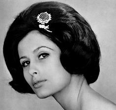 : Tamara Nyman is wearing jewelry by Boucheron, Mauboussin and Van Cleef and Arpels, photos Philippe Pottier. Body Adornment, 1970s, Vintage Jewelry, June, Fashion Jewelry, Models, Photo And Video, Gray, Hair Styles