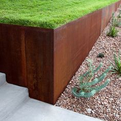 steel retaining wall - Would like to use corten steel mixed with Castlemaine rock out the front. Landscaping Austin, Modern Landscaping, Backyard Landscaping, Retaining Wall Landscaping, Landscaping Ideas, Steel Retaining Wall, Retaining Walls, Modern Landscape Design, Steel Landscape Edging