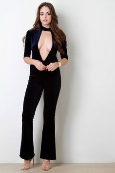 Velvet Keyhole Choker Banded Flare Jumpsuit This alluring jumpsuit features velvet fabric, wide front keyhole, choker banded neckline, and elbow sleeves. Finished with a hidden rear zip-up closure and flare cut bottoms. Sexy Outfits, Sexy Dresses, Girls Dresses, Fashion Outfits, Fashion Poses, Girl Fashion, Womens Fashion, Hot Dress, Mode Style