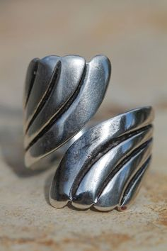 VINTAGE MEXICAN TAXCO 925 STERLING SILVER BYPASS WRAP AROUND RING