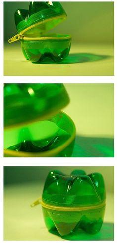 2 uiteinden van plastic fles, lijm, rits... Snack doosje!