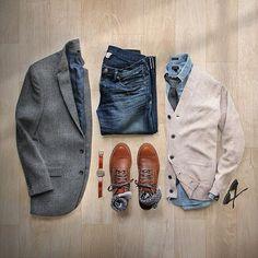 Leap year workflow #leapday Blazer/Cardigan/Shirt/Socks: @jcrew Boots: @wolverine 1000 Mile Evans Denim: RRL @ralphlauren Watch: @miansai Tie: @thetiebar