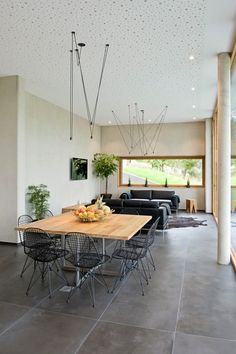 Finde Moderne Wohnzimmer Designs: Hybrides Und ökologisches Einfamilienhaus  Aus Beton Und Massivholz In Mersch (