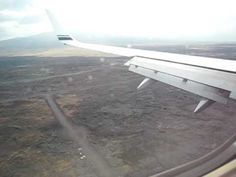 Alaska Airlines Boeing 737-800 landing in the lava field @ Kona Hawaii (Runway 17) from Oakland on a windy day