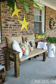 Summer porch makeover- with DIY Pallet furniture - lizmarieblog.com pallet love seat bench 4 x 4 and 2 x 4