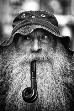 Photo Streets of Istanbul XIII by Thomas Bonfert on Black And White Portraits, Black And White Photography, Old Man Portrait, Portrait Photography Men, Old Faces, Street Portrait, Face Expressions, Moustache, Interesting Faces