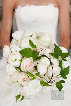 Love love love this peony bouquet