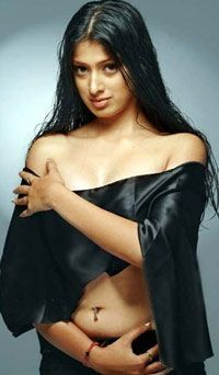 World Buzzing News: Dhoni's Girlfriend Lakshmi Rai in Bollywood