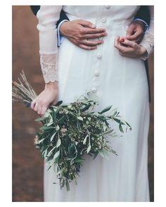 Buenos y lluviosos días! { by @noire_et_blanche_com}. #goodmorning #buenosdías #autumn #wedding #weddingday #boda #bride #bridetobe #colorful #novia #groom #mariee #bridaldress #vestidodenovia #weddingdress #mangalarga #bouquet #flowers #weddingflowers #olive #inlove #amazing #Beautiful #stunning #weddinginspiration #inspiration #love #like #picoftheday #siempremia