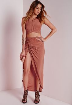 Sleek and sexy this heart stopping maxi skirt is our current obsession in the world of Missguided. Featuring a hair raising front split and knot detailing, we're teaming this beaut with the matching slinky rust crop top to get a flawless lo...