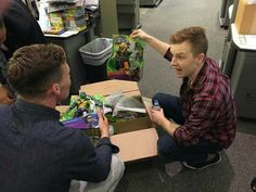Shameless Mickey And Ian, Ian And Mickey, Noel Fisher, Movies Showing, Redheads, Besties, Tv Shows, Daddy, It Cast