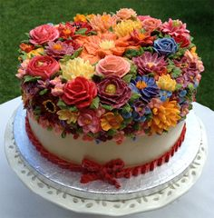 Arti Cake:  buttercream flowers.