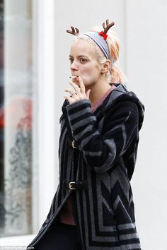 Lily Allen wearing reindeer antlers and working her nicotine fix shopping in Notting Hill Log Cabin Furniture, Rustic Wood Furniture, Western Furniture, Furniture Design, Rustic Cabin Decor, Lodge Decor, Rustic Cabins, Log Cabins, Log Home Interiors