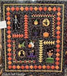 Halloween Fun by Elizabeth Huff , California. Photo by Quilt Inspiration Halloween Quilt Patterns, Halloween Quilts, Halloween Fun, Mexican Holiday, Flying Geese, Panel Quilts, Diamond Quilt, Autumn Theme, Day Of The Dead