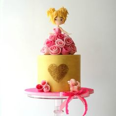 Easy figure, golden cake, and rolled roses tutorials onCakeHeads.com – Learn the art of cake decorating