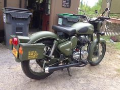 My Enfield with 762 Ammo Box mod. Bmw Cafe Racer, Cafe Racers, Royal Enfield India, Enfield Classic, Enfield Motorcycle, Enfield Bullet, Ammo Cans, British Motorcycles, Adventure Gear