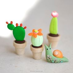 Find the tutorial for these mini cacti in the issue 65 of @molliemakes #miniatureCactus