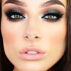 Eye Makeup Tips.Smokey Eye Makeup Tips - For a Catchy and Impressive Look Makeup Looks For Green Eyes, Pretty Eye Makeup, Makeup For Green Eyes, Eye Makeup Tips, Cute Makeup, Smokey Eye Makeup, Skin Makeup, Makeup Ideas, Makeup Brushes