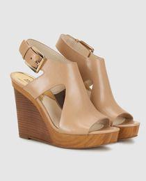 Modelo JOSEPHINE WEDGE; Sandalias de cuña de mujer Michael Kors de piel en color beige.
