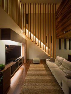 Modern Open Plan White Scheme Beach Home Interior Furniture Luxury Living Room Design With Stairs Stairs In Living Room, House Stairs, Living Walls, Living Rooms, Wooden Stairs, Interior Stairs, Japanese House, Staircase Design, Stair Design