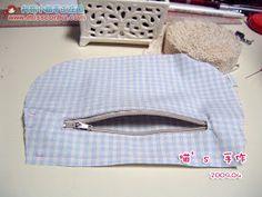 Got an idea: Handmade fabric bag for summer. Summer Handbags, Summer Bags, Handmade Fabric Bags, Fabric Handbags, Diy Sewing Projects, Bag Making, Purses, Crochet, Simple