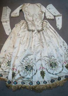 Robe à l'anglaise brodée, à transformation, cour d'Espagne, fin XVIIIe siècle (end of 18th century)