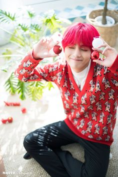 Kim Taehyung ☆ Photoshoot ☆ BTS 2018 Christmas Edition ☆ Picture: Big Hit Entertainment ☆ Credits by NAVER x Dispatch ☆ Edit by cglassend Bts Taehyung, Bts Kookie, Vlive Bts, Bts Twt, Kim Namjoon, Bts Bangtan Boy, Jhope, Taehyung Gucci, Daegu