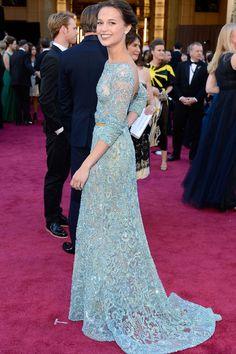 """Oscar 2013: """"La actriz Alicia Vikander hizo honor al espectacular vestuario de Anna Karenina y fue una de las mejores vestidas de la gala con este Elie Saab Alta Costura."""""""