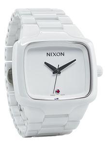 LITTLE BIG THING - Tornar melhores as pequenas coisas. É este o objetivo da Nixon, fundada em 1998 tendo como alvo o mercado de um estilo de vida jovem.
