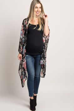 This gorgeous rose printed maternity kimono is the perfect addition to your wardrobe. It's perfect over a basic top with maternity jeans and ankle boots for a cute ensemble!