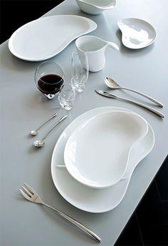 베티나 다이닝 접시(이미지를 클릭하고 eShop 가기) 색상 : White 소재 : Porcelain 용도 : Dining plate 사이즈 : W26 * D39.6cm 원산지 : 이탈리아 베티나 시리즈는 알레시 프로젝트 사상 가장 혁신적인 제품입니다. 좀 더 현대적인 시각에서 더욱 신선하고 자유로우며 시적인 디자인 감각을 선보이고 있습니다.
