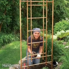 Build a unique, natural-looking garden trellis for your climbing flowers and vines using standard copper water pipe. This long-lasting copper trellis is made entirely from and copper pipe soldered into a repeating ladder pattern. Garden Crafts, Diy Garden Decor, Garden Projects, Garden Art, Garden Ideas, Garden Oasis, Garden Boxes, Diy Projects, Do It Yourself Garten