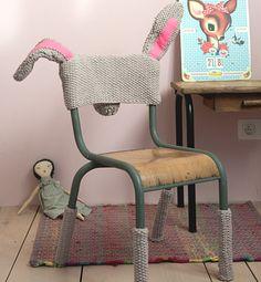 (knit bunny slipcover for a chair) Modèle habillage de chaise lapin - Modèles tricot accessoires - Phildar Deco Kids, Baby Kind, Love Crochet, Crochet Bunny, Kids Crochet, Creative Decor, Kid Spaces, Kids Decor, Kids Furniture