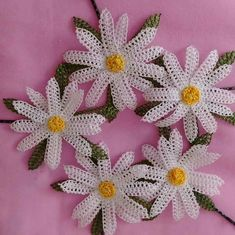 This Pin was discovered by Gül Diy Flowers, Crochet Flowers, Needle Lace, Lana, Diy And Crafts, Butterfly, Brooch, Christmas Ornaments, Knitting