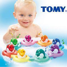 ¡Chollo! Juguete Tomy Do Re Mi Dolphins Bath Toys para la hora del baño de bebé…