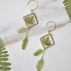 Pressed Flower Resin Earrings from Apollo Box Diy Resin Art, Diy Resin Crafts, Jewelry Crafts, Handmade Jewelry, Jewellery Diy, Jewlery, Diy Resin Earrings, Resin Jewelry Making, Earrings Cool