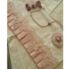 This Pin was discovered by Ros Fabric Crafts, Sewing Crafts, Bed Covers, Beaded Embroidery, Luxury Bedding, Diy Tutorial, Crochet Necklace, Sewing Patterns, Wedding Decorations