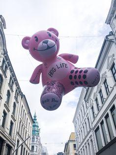 Giant Teddybear i Oslo, Norway. Teddybear, Oslo, Norway, Artists, City, Instagram, Fondant Teddy Bear, Artist, City Drawing