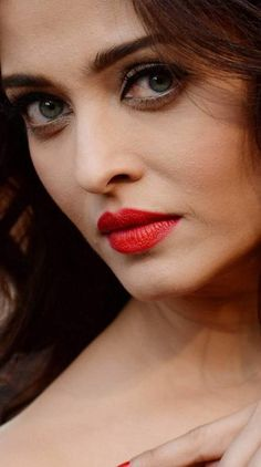 Search free aishwarya rai Ringtones and Wallpapers on Zedge and personalize your phone to suit you. Start your search now and free your phone Aishwarya Rai Makeup, Aishwarya Rai Photo, Actress Aishwarya Rai, Aishwarya Rai Bachchan, Indian Bollywood Actress, Beautiful Bollywood Actress, Most Beautiful Indian Actress, World Most Beautiful Woman, Beautiful Girl Image