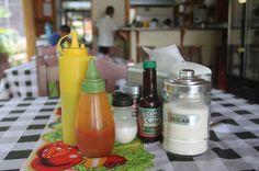table condiments rosis soda tica   - Costa Rica