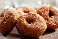 Homemade doughnuts are amazingly tender and delicious. The dough itself isn't terribly sweet, so the coating of sugar doesn't make them clo. Apple Cider Donuts, Cinnamon Sugar Donuts, Living Healthy With Chocolate, Paleo, Tummy Yummy, Baked Doughnuts, Homemade Donuts, High Calorie Meals, Sweet Recipes