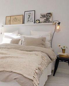 Einrichtungsideen Schlafzimmer - gestalten Sie einen gemütlichen Raum einrichtungsideen bett wandregal schlafzimmer ideen Examples Of Cozy Study Space To Inspire You Dream Bedroom, Home Bedroom, Bedroom Decor, Bedroom Furniture, Bedroom Lighting, Modern Bedroom, Bedroom Lamps, Bedroom Wall, Wall Lamps