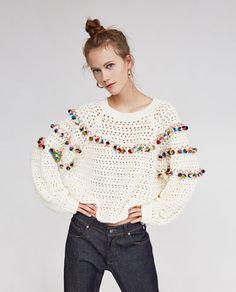 Sweater with pom poms from Zara Mode Crochet, Knit Crochet, Pom Pom Sweater, Bikinis Crochet, Pullover Mode, Crochet Woman, Frou Frou, Crochet Cardigan, Crochet Fashion