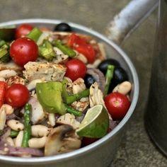 Além de deliciosa, esta receita de frango é muito prática de preparar, pois é feitono forno e você usa apenas um recipiente.