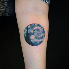 Noite estrelada - Van Gogh tatuagem tattoo - My list of the most creative tattoo models Mini Tattoos, Body Art Tattoos, Small Tattoos, Van Gogh Tattoo, Pretty Tattoos, Beautiful Tattoos, Cool Tattoos, Tatoos, Piercing Tattoo